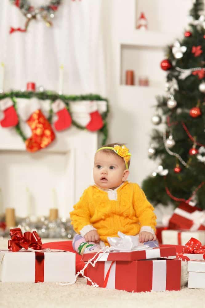 Baby Christmas photo ideas - Shutterturf