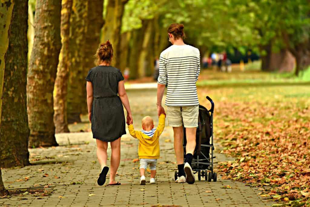 Family Photo Poses For 3 - Shutterturf