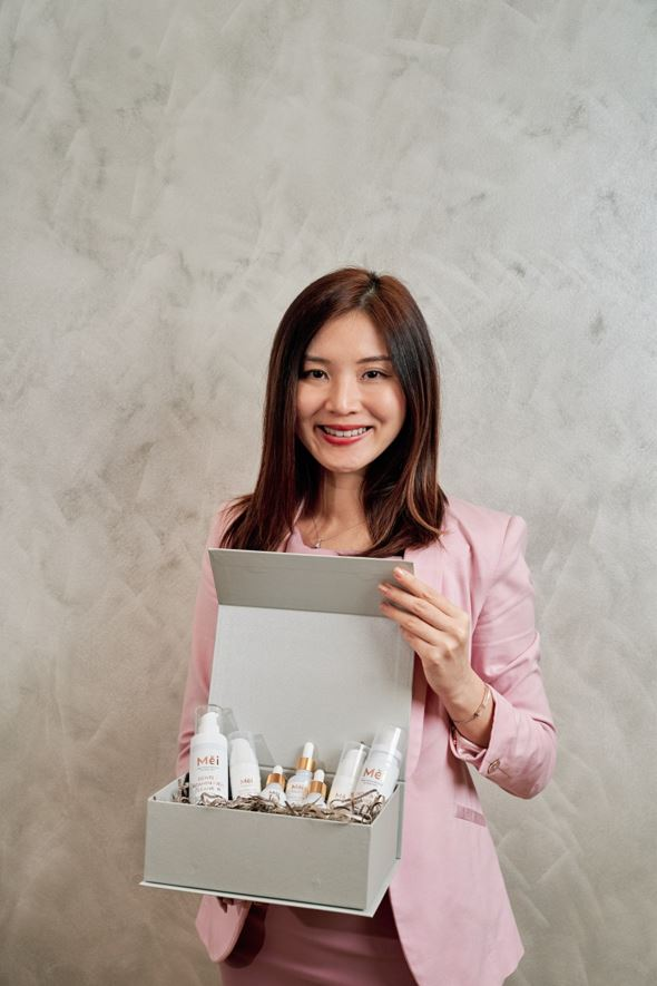 professional headshot singapore a woman showing some products in a box